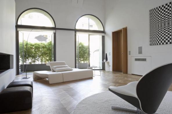 Polohovatelná pohovka Downtown (design Pascal Mourgue), různé druhy potahových materiálů, cena od 133 280 Kč, LIGNE ROSET.
