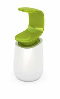 Dávkovač tekutého mýdla ovladatelný jednou rukou C-pump (JOSEPH JOSEPH), odolný plast, 8,5 x 8,5 x 19 cm, cena 499 Kč, NAOKO.