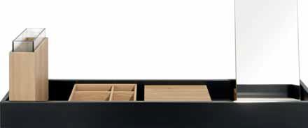 Polička 5410 z konzolového programu Hesperide (SCHÖNBUCH), kůže a dubové dřevo, povrch matný lak basic, rozměry 80/120 x 12,5 x 28 cm, cena od 20 367 Kč, ALAX.