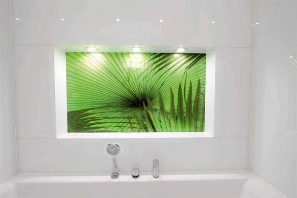 Džungle v koupelně za sklem