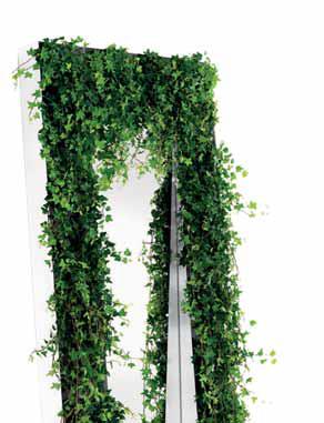 Zrcadlo s rámem z polic Bel.vedere (OPINION CIATTI) může být pověšené nebo opřené o zeď, v policích mohou být knihy stejně jako květináče, design Marcello Ziliani, cena 48 615 Kč, PROGARR.