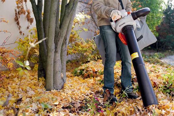 Benzinový motorový foukač a vysavač listí SH 86-D se vyznačuje velmi silným proudem vzduchu pro čištění velkých ploch od listí, trávy nebo sypkého sněhu. Je vybaven komfortním antivibračním systémem a také kulatou a plochou hubicí (STIHL).