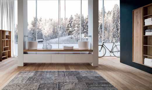 Koupelna přímo v obytném prostoru – atypické řešení s umyvadly instalovanými na desce (kolekce Via Veneto, vyrábí Falper, v ČR prodává Aqua Trade).