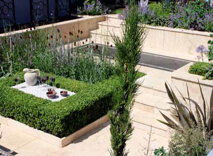 Zahradní obývací pokoj pod úrovní terénu je oblíbenou variantou malých zahrad.