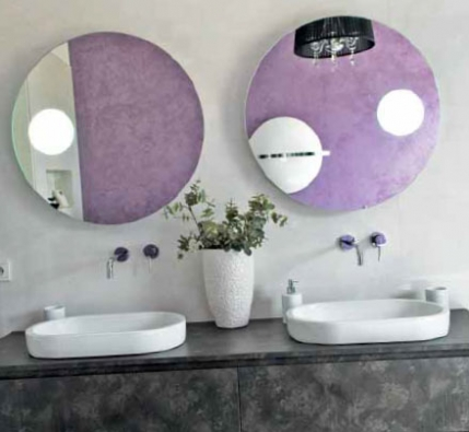 Koupelnový nábytek ze série Cubik (IDEA), umyvadla Sfera (CATALANO), cena 10 990 Kč.