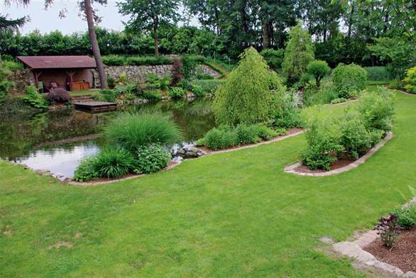 Na vstupu od místní komunikace je zahrada jako na dlani.