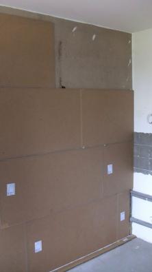 Investor stál před problémem výměny podlahové krytiny a současně chtěl vylepšit akustický komfort v celém bytě.