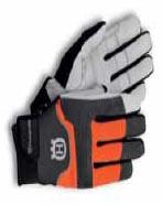Při kácení nezapomeňte na ochranné pomůcky, včetně rukavic!