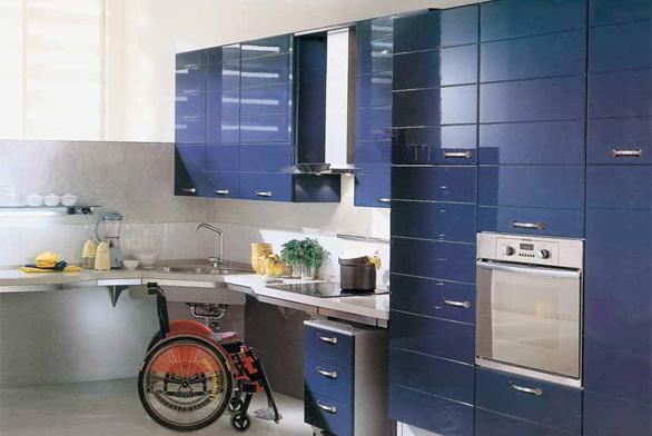 Speciálně upravené kuchyňské sestavy podle individuálních požadavků má ve svém programu například italská značka SCAVOLINI, DECOLAND.