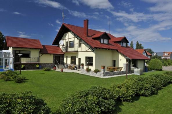 Ocelová střecha Ruukki Finnera, červená