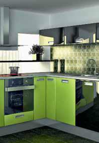 Moderní kuchyně s dvířky v hladkém tvaru v kombinaci fólií černý lesk a zelená oliva působí svěžím dojmem a v rohu ukrývá dobře přístupný, velkorysý prostor (TRACHEA).