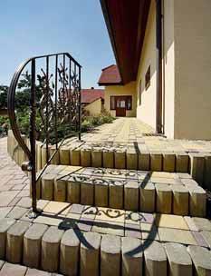 Potřebám stavebníků mohou vyhovět i palisádové schodišťové prvky.