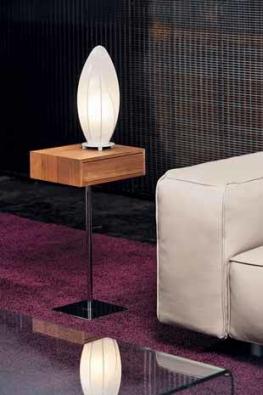 Zajímavá stojací lampa v atraktivním designu z řady Cocoon v bílé barvě. Uvnitř stínítka z hedvábí je 1 patice typu E27 pro žárovku o maximálním výkonu 60 W (EGLO).