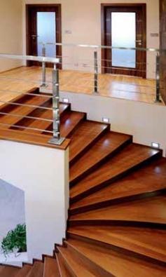 K výrobě dřevěných schodišť SWN používá rozmanité dřeviny: buk, dub, jasan, javor...