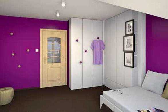 Oproti původnímu zařízení pokoje se zdvojnásobila kapacita šatní skříně. Madla skříně slouží zároveň jako odkládací háčky.