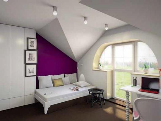 Rám postele je v místě u stěny prodloužen o 30 cm a slouží nejen jako plocha pro dekorační polštáře, ale pod ní se nachází úložný prostor na lůžkoviny.