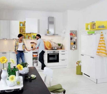 Kuchyňská sestava Lux (NOLTE) v provedení bílá lesklá fólie, cena (bez spotřebičů, dřezu a doplňků) 91 347 Kč, NOLTE.