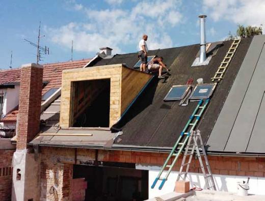 Skladbu strešního plášte je treba navrhnout z hlediska zásad stavební fyziky. Duležité také je zohlednit sklon strechy pro navrhovanou strešní krytinu.