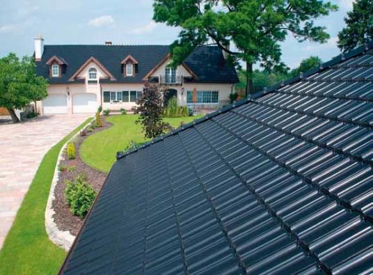 Šikmá strecha je dominantou domu arozhodujícím zpusobem ovlivnuje jeho vzhled.