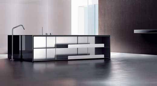 Zajímavé spojení nábytku a vany představuje model Wave (vyrábí Makro). Komplet vany s regálovými policemi z hliníku se dodává v délkách 160, 175 a 190 cm, cena od 147 000 Kč (AQUA TRADE).