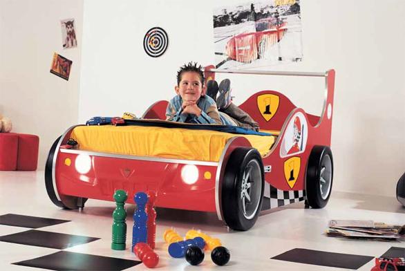 Dětská postel z řady Racer (Čilek), materiál plast, rozměry 110 × 95 × 210 cm, cena 13 490 Kč (ALAX NÁBYTEK).