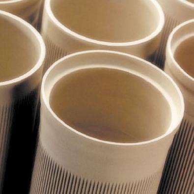 Není  keramika jako keramika. Vložka z tenkostěnné keramiky má na povrchu minimum pórů a dokáže odolat extrémním teplotním změnám i vlhkosti.