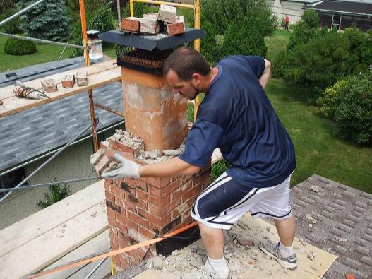 Rekonstrukce komínů dnes díky stavebnicovému charakteru komínových systémů nepředstavuje nijak složitou ani časově náročnou operaci...
