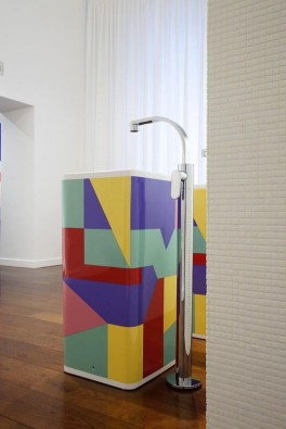 Giulio Cappellini a Alessandro Mendini, největší současné ikony italského designu, navrhli pro společnost Flaminia sloupové umyvadlo Monowash, které je minimalistické, ale zároveň nepostrádá typicky italskou hravost.