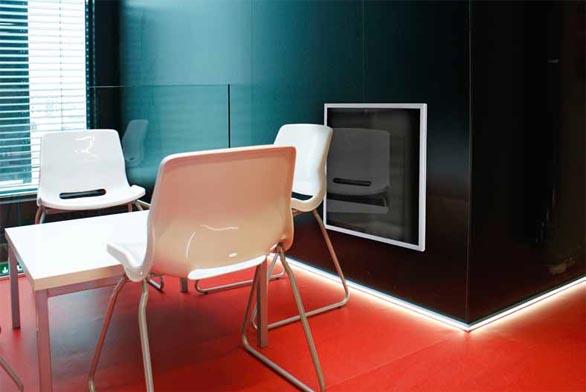 Nízkoteplotní sálavé panely ecosun G dokáží nejenom efektivně topit, ale jsou i estetickým doplňkem interiéru (FENIX).
