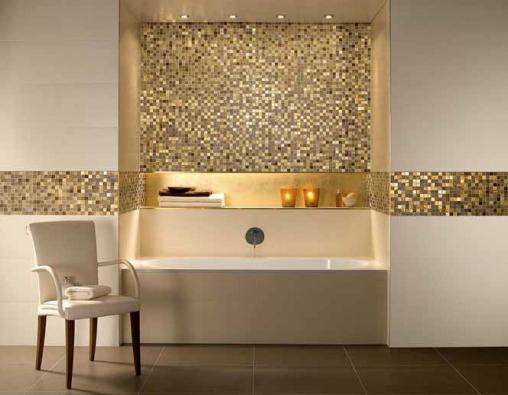 Mozaika Moonlight Gold (Villeroy & Boch), kombinace skla a keramiky, béžová a zlatá, 29,7 × 29,7 cm, cena od 2 145 Kč/ks v uvedeném rozměru (PALAZZIO).