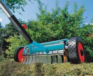 Kypřiče trávníku spolehlivě odstraní mech, travní plsti aplevele.