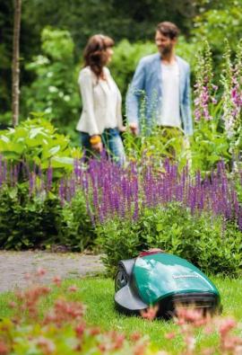 Nejnovější řada Robomow sekaček poseká bez námahy zahrady orozloze až 3000m2. Avy se můžete vklidu věnovat svým nejbližším.