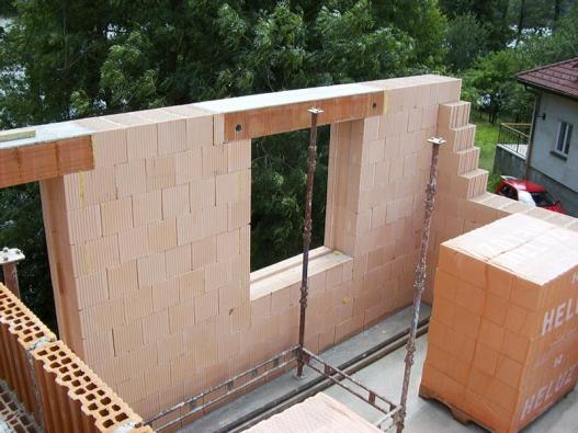 Výrobce cihelného stavebního systému Heluz nabízí keramické překlady vhodné pro vnější ivnitřní stěny.