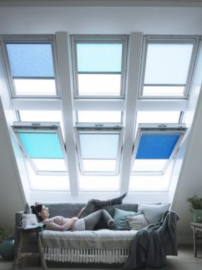 Vybírejte střešní okna chytře! SNovou generací střešních oken VELUX získáte více světla, více pohodlí a menší spotřebu energie.