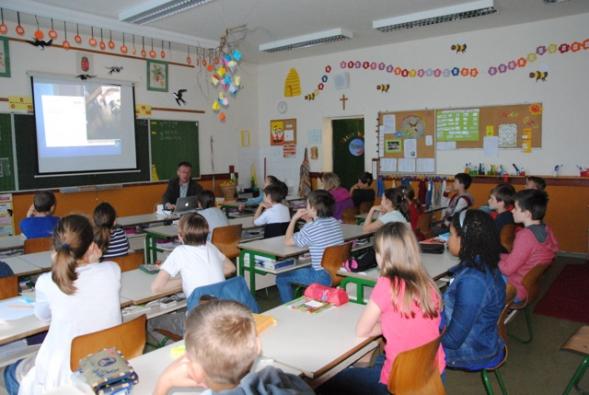 Edukační hodina ve škole Ökumenikus Általános Iskola, Községház u. 10, Budapest v Budapešti s panem architektem Ernő Dla Kálmán.
