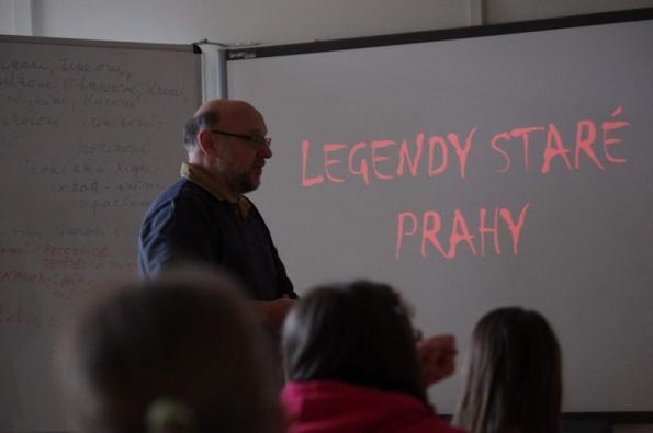 Edukační hodina v Základní škole nám. Curieových v Praze s panem architektem Ondřejem Šefců.