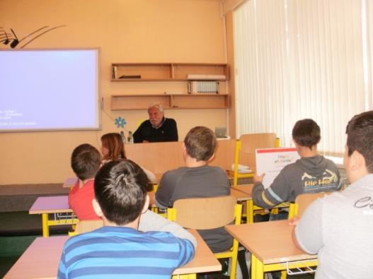 Edukační hodina v Základní škole Vajanského ve slovenské Skalici s panem architektem Štefanem Šlachtou.