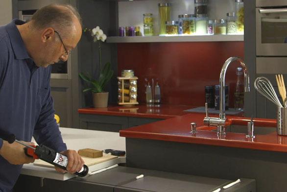 Lepení kuchyňské desky