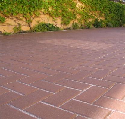 Renovace a údržba zámkových dlažeb