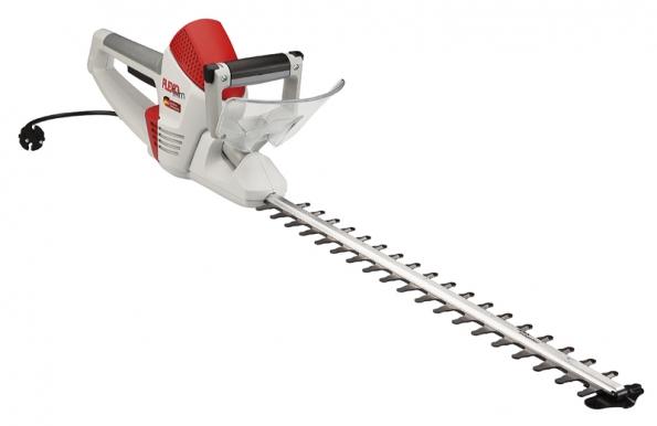 Díky třem polohám nožové lišty je práce selektrickými plotovými nůžkami HS 6055 snadná aefektivní (MOUNTFIELD).