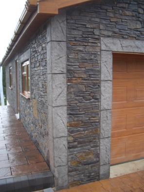 Základní povrchy – selský kámen, skládaný kámen, tesaný či surový kámen, horský kámen nebo cihelné zdivo – mohou být pigmentovány i povrchově probarveny.