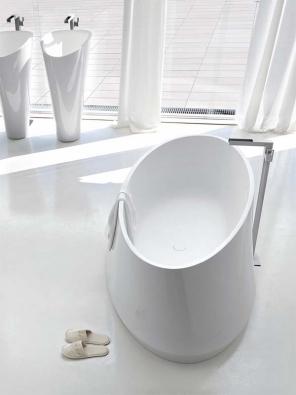 Vana Forma (Toscoquattro),  materiál LivingTec,  cena 284400Kč,  www.ilbagno.cz.