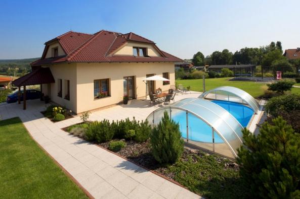 Venkovní bazén tak pohodlně slouží i v našem podnebí, a to zpravidla od května až do října.