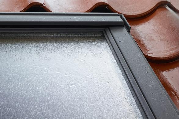 Moderní střešní okna jsou navržena tak, aby i jejich údržba byla pro majitele pohodlná a snadná.