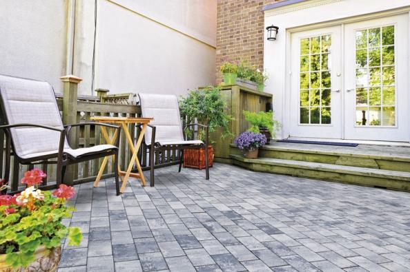Pro letní kuchyň je výhodou umístění na terase v bezprostřední blízkosti domácí kuchyně. Pokud vám něco chybí, nemáte to do ní daleko (DITON).