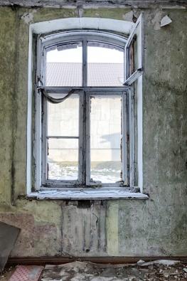 Řadu starších rodinných domů stále ještě zdobí okna špaletová (kastlová), nakterá majitelé nedají dopustit.