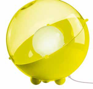 Stojací lampa Orion (Koziol), 32,9 x 30,5 x 32,9 cm, odstín horcicová a transparentní olivová, cena 2 018 Kc, www.koziol.cz.