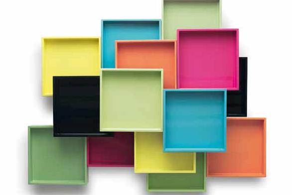 Lakované podnosy/boxy (Mojoo) k ukládání drobností, lze vkládat do sebe, ruzné odstíny, 19 x 19 x 3,5 cm, cena 738 Kč, 38 x 19 x 3,5 cm, cena 1 476 Kc, www.mojooshop.com.