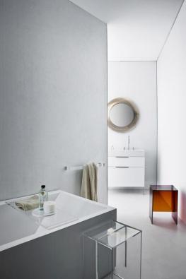 Kolekce sanitárního vybavení Kartell by Laufen vznikla vespolupráci výrobce sanitární keramiky Laufen afirmy Kartell, tradičního zpracovatele materiálu polymetylmetakrylát (PMMA). Design navrhl italský designér Roberto Palomba. Série obsahuje umyvadla, vany adalší sanitárie vbílé ačerné barvě (mat nebo lesk), koupelnový nábytek abohatou škálu doplňků v8 základních odstínech, případně  vodstínu naobjednávku. Podle typu výrobku včirém ineprůhledném provedení.