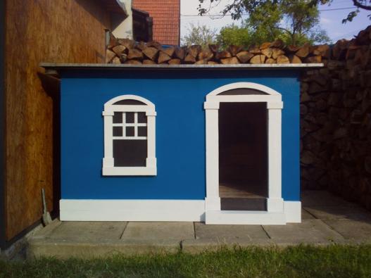 Druhý nejvyšší počet hlasů získal pan Václav Grussmann za renovaci staré psí boudy na krásný veselý domek.
